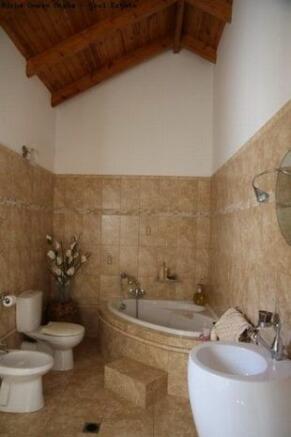 Master B.r. bathroom