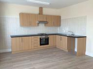 Flat to rent in High Road, Ilford, IG3
