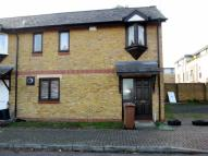 3 bedroom house in Riverside Close, London...