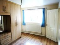Flat to rent in High Street, Cranford...