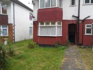 Flat to rent in AVENUE ROAD, Romford, RM3