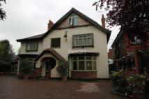 8 bed property to rent in Village Road, Enfield