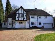 5 bed house in Seven Hills Road, Cobham...