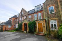 3 bedroom Flat in Oatlands Chase...