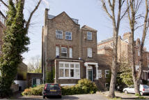 Flat for sale in Carleton Road...