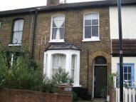 Ground Flat to rent in GFBarclay Road, London...