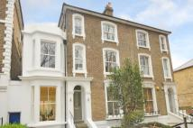 Apartment to rent in Chiswick High Road W4