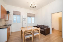 Ground Flat for sale in Goswell Road, London...