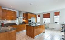 3 bedroom Penthouse in Westerham Road, Keston...