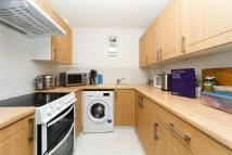 2 bed Flat in Varsity Drive, TW1