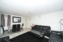 2 bedroom Flat to rent in Fitzwygram Close, TW12
