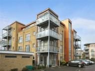 2 bedroom Flat in Southcott Road...