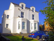 2 bed Ground Flat for sale in Sketty Road...