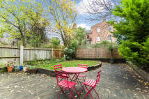 2 bedroom Ground Flat for sale in Ashley Road, Islington