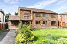 7 bed Detached home in Sunnybank Lane, Bradford