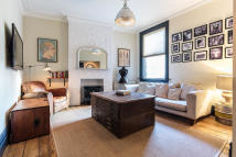 2 bedroom Ground Flat for sale in ENDYMION ROAD, London