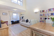 2 bed Maisonette for sale in Essex Road, Canonbury