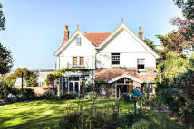 4 bed Country House in Kendal Road, Totland Bay...