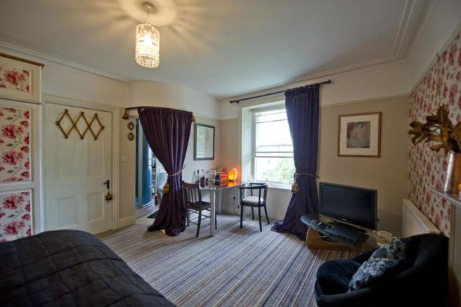 Master Bedroom to Ensuite