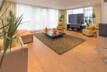 3 bed Flat in Boulevard drive...