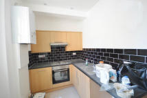 Flat to rent in Fieldgate Street...