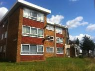 Flat in HIGH ROAD, Romford, RM6