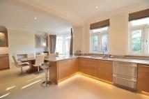 4 bed semi detached property in Woodland Way, London, N21
