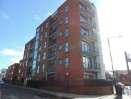 Flat to rent in Grant Road, Wealdstone...