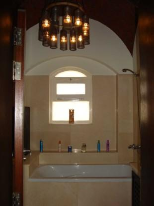 en-suite w/ bathtub