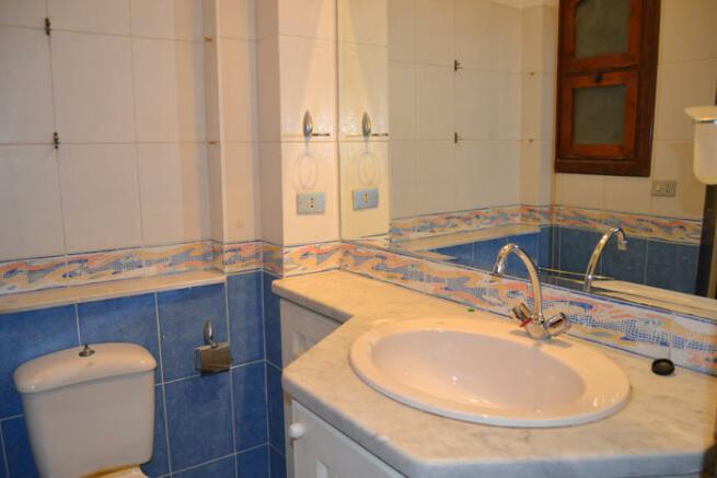 Bathroom gr. fl