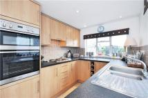 2 bed Flat to rent in Summerlands Avenue...