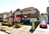 4 bed Detached home to rent in Ealing
