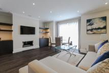 Flat to rent in Peony Court, Park Walk...