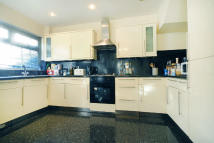 Town House for sale in Dell Way, Ealing