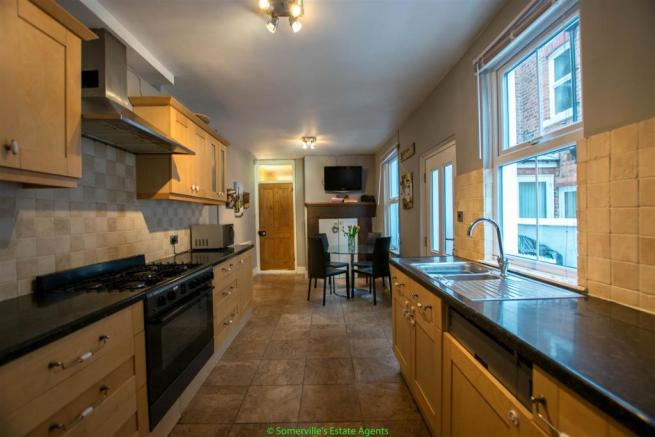 Kitchen & Casual Dining Area