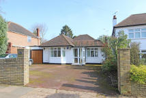 Detached Bungalow in Picquets Way, Banstead