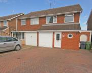 3 bed semi detached house in Cloverdale, Stoke Prior...