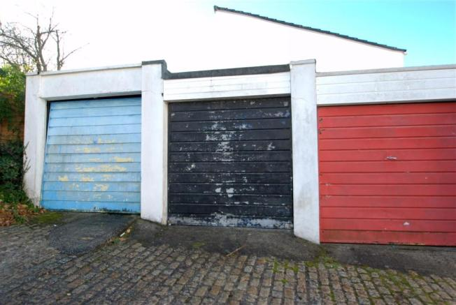 Garage.NEF.jpg