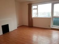3 bed Flat to rent in Lambourne Gardens, IG11