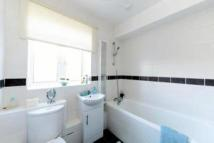 3 bedroom Flat to rent in Southgate Road, London...