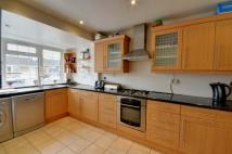 3 bed home in Knoll Crescent...