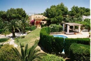 Pool, villa +gardens