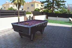 Garden / pool table