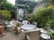 3 bed Flat in Crownstone Road, London...