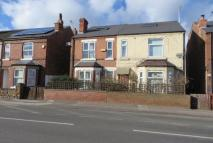 3 bedroom semi detached house to rent in Meadow Road, Netherfield...