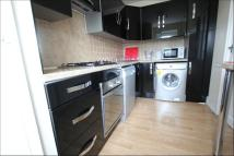 Flat to rent in Rowley Gardens...