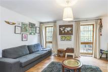 Flat to rent in Canonbury Square...