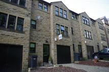 Town House to rent in Chapel Lane, Halifax