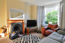 2 bed semi detached house to rent in Elm Road...