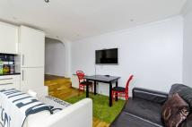 Flat to rent in Woolwich Road, Charlton...